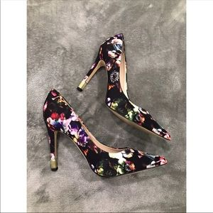 Guess Floral Pumps